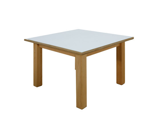 Group Table DBF 815.W de De Breuyn | Zona para niños