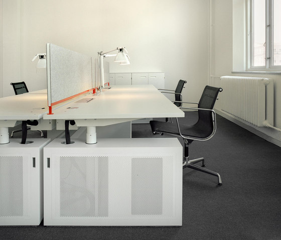 DO6400 Elevation table by Designoffice | Desking systems
