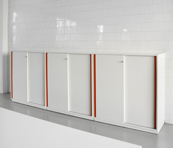 DO4500 Sliding door cabinet system de Designoffice | Meubles de rangement