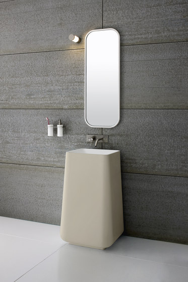Shelf with glass and dispenser soap dispensers from rexa design architonic - Vasque sur pied design ...