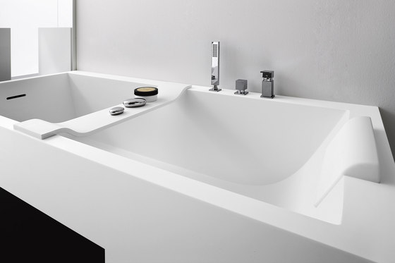 Baignoire tag re tablettes supports tablettes de rexa design architonic - Baignoire porcelanosa prix ...