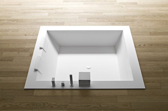 Unico Bathtub recessed by Rexa Design | Built-in bathtubs