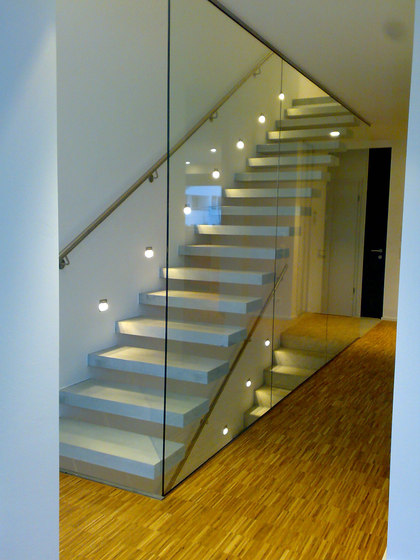 Cantilevered stairs in concrete by Siller Treppen | Concrete stairs