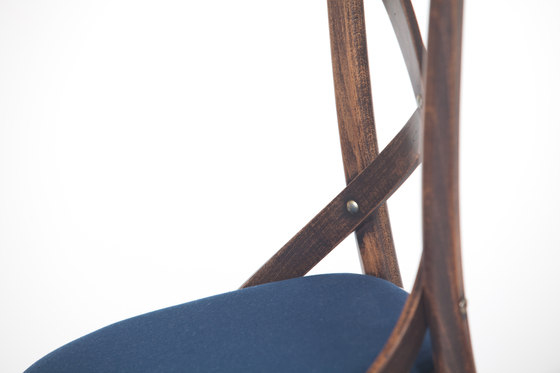 150 Chair upholstered de TON | Sillas