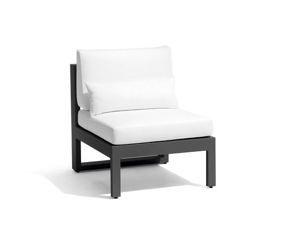 Fuse small middle seat by Manutti | Garden armchairs