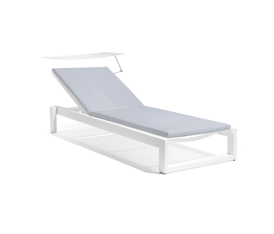 Fuse lounger + screen by Manutti | Sun loungers