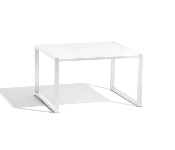 Latona lounge table by Manutti | Side tables