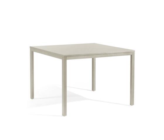 Quarto square dining table de Manutti | Mesas de comedor de jardín