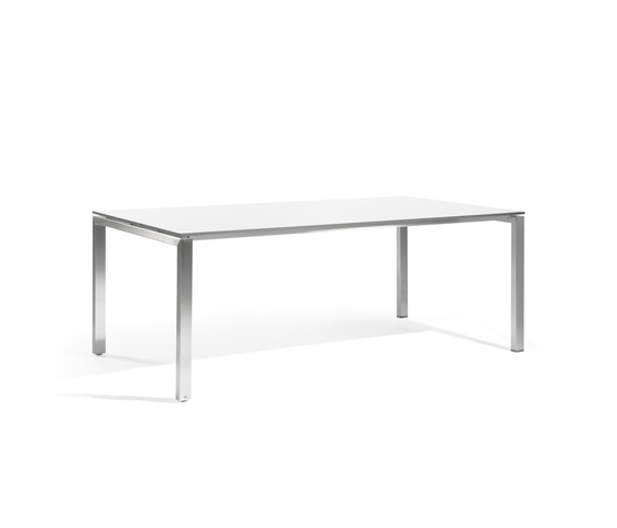 Trento rectangular dining table by Manutti | Dining tables