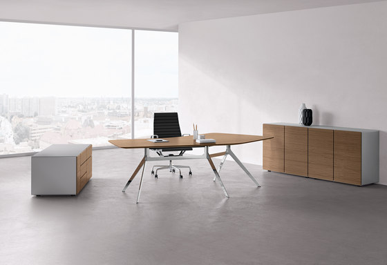 Star office table di RENZ | Scrivanie