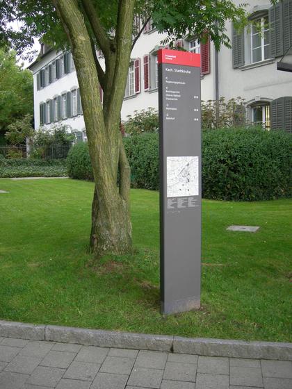 Pedestrian Wayfinding System de BURRI | Tótemes