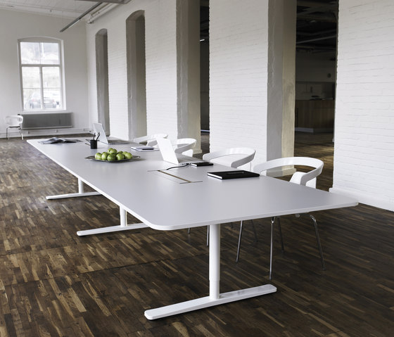 Henry by Horreds | Conference tables