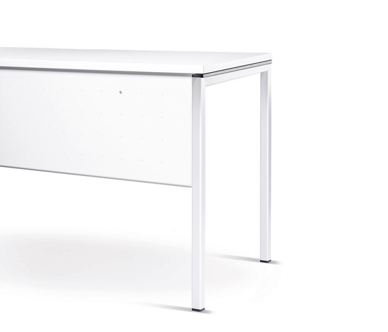 n.f.t. folding table, four-leg base di Wiesner-Hager | Elementi per tavoli conferenza