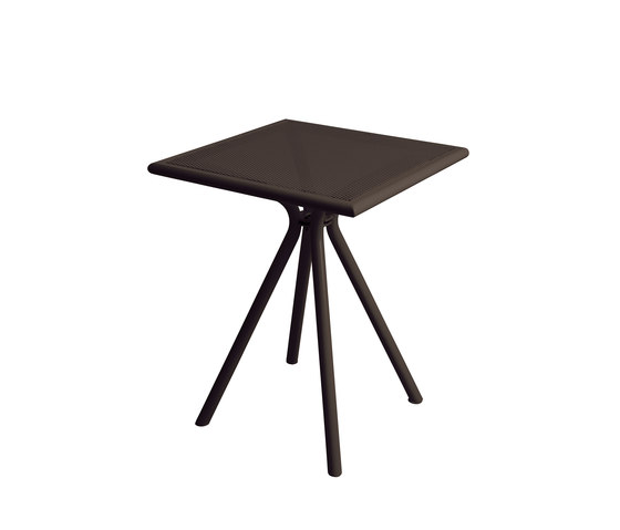 Solid | 860 by EMU Group | Bistro tables