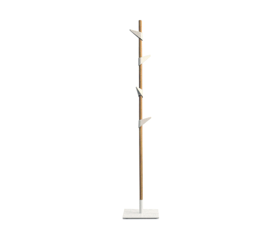 Bamboo 1 coat stand by Cascando | Freestanding wardrobes