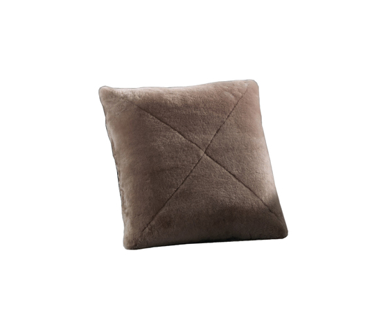 Shearling by Minotti | Cushions