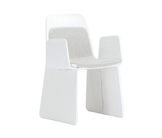 Layer with armrests by viccarbe | Visitors chairs / Side chairs