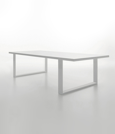 Leg_in Table by viccarbe | Individual desks