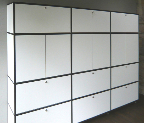 Tius 20 bucaneve black edges by Plan W | Cabinets