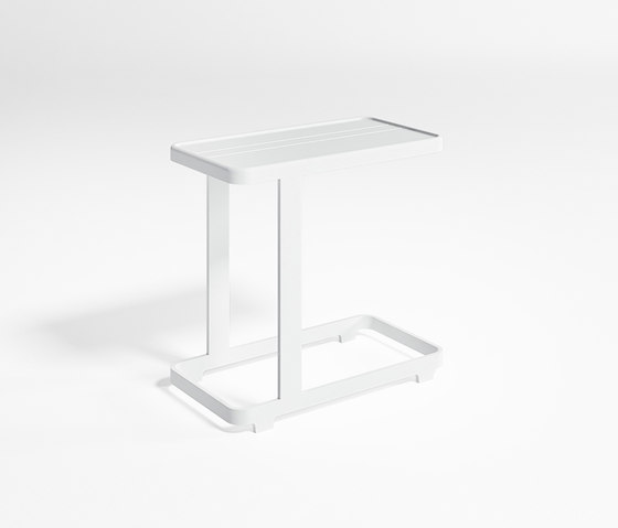 Flat Side Table by GANDIABLASCO | Side tables