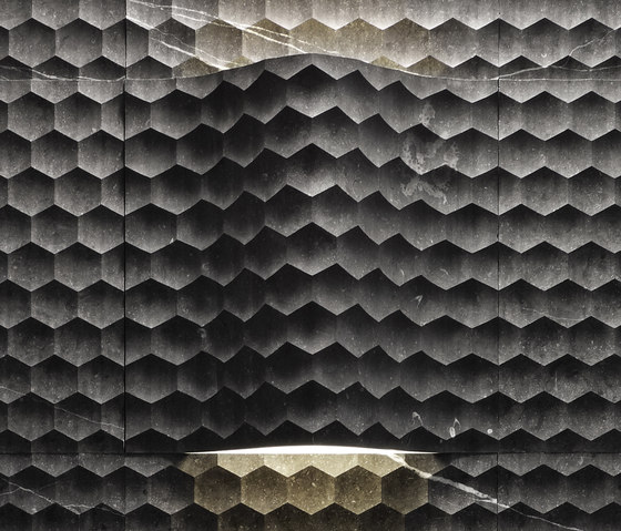 Le Pietre Incise | Favo curve luce by Lithos Design | Natural stone panels