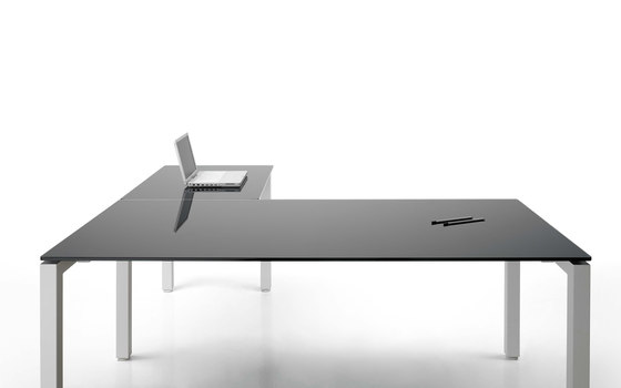 F25 by Forma 5 | Individual desks