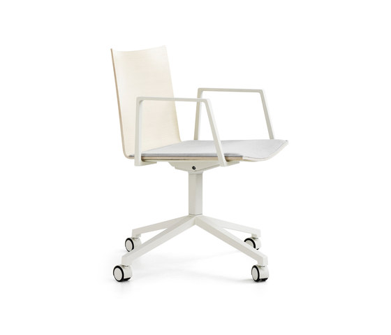 Archal Armchair 4-feet swivel with castors de Lammhults | Sillas de visita