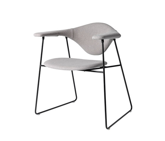 Masculo Sledge Chair de GUBI | Chaises de restaurant