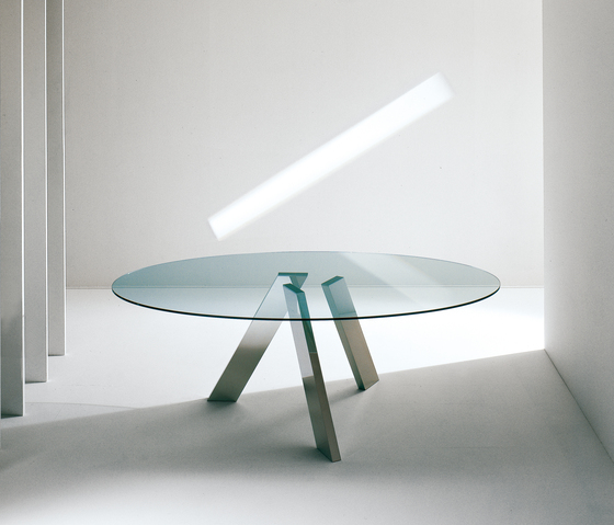 Fix oval table by Former | Dining tables