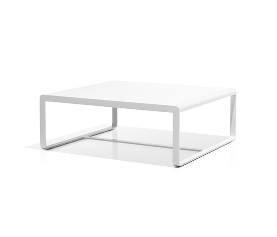 Sit low table white di Bivaq | Tavoli bassi da giardino