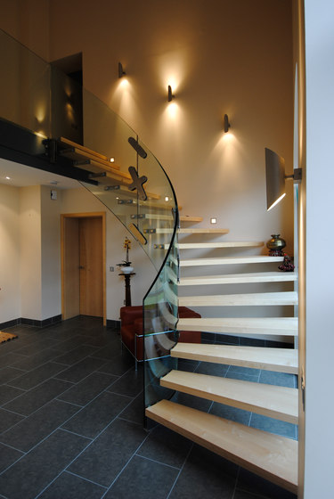 Mistral Curve by Siller Treppen | Glass stairs