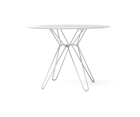Tio Circular Dining Table Laminate von Massproductions | Restauranttische