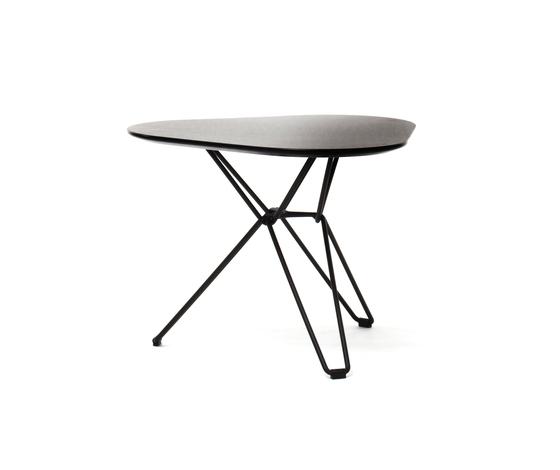 Tio Triangular Low Table Laminate von Massproductions | Beistelltische