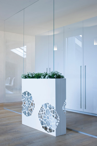 Dafne Pot by De Castelli | Flowerpots / Planters
