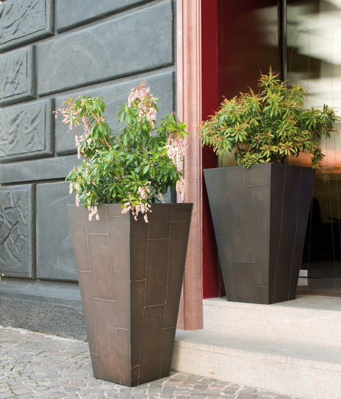 Grease by De Castelli | Flowerpots / Planters