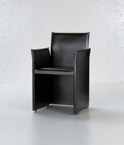 Alfa Armchair by Enrico Pellizzoni | Restaurant chairs