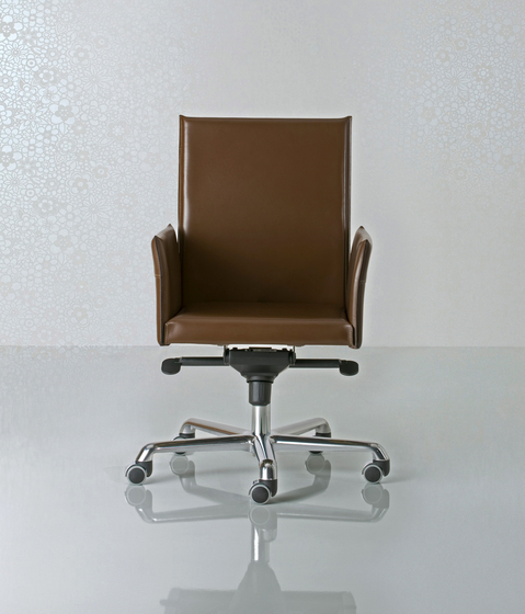 Alfa Swivel armchair high back by Enrico Pellizzoni | Management chairs