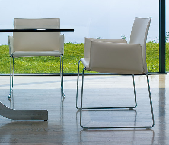 Bizzy Chair by Enrico Pellizzoni | Restaurant chairs