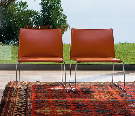 Bizzy Easy chair di Enrico Pellizzoni | Poltrone