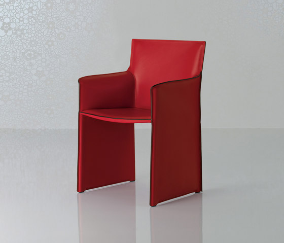 Pasqualina Longue Armchair by Enrico Pellizzoni | Visitors chairs / Side chairs
