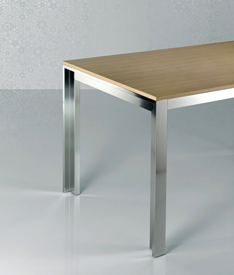 Strato Table extendible by Enrico Pellizzoni | Restaurant tables