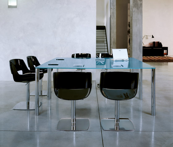 Valeo Table by Enrico Pellizzoni | Restaurant tables