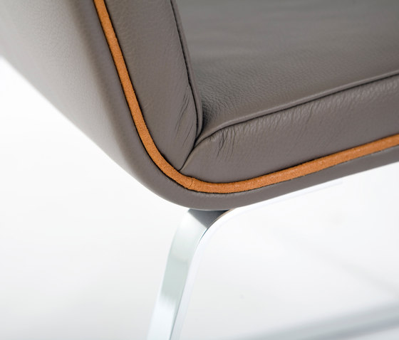 Easy Chair Leather di Odesi | Sedie visitatori