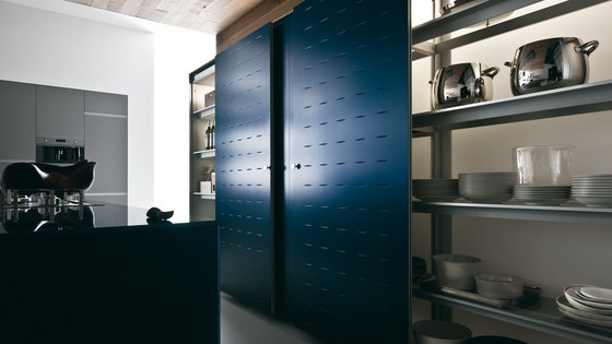 Riciclantica Multiline I Grigio Autunno Soft by Valcucine | Fitted kitchens
