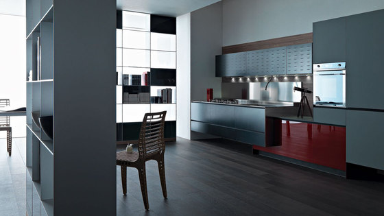 Riciclantica Alluminio I Verniciato Nero by Valcucine | Fitted kitchens