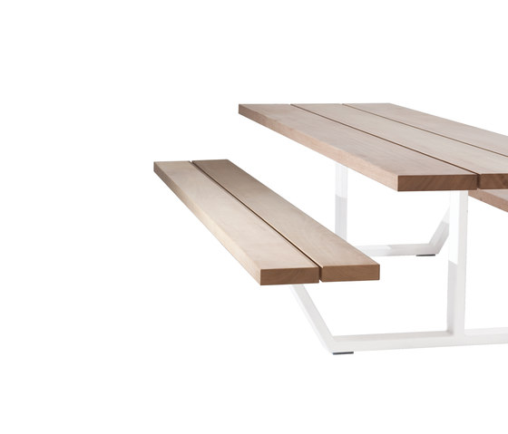 Cassecroute Table by CASSECROUTE | Restaurant tables and benches