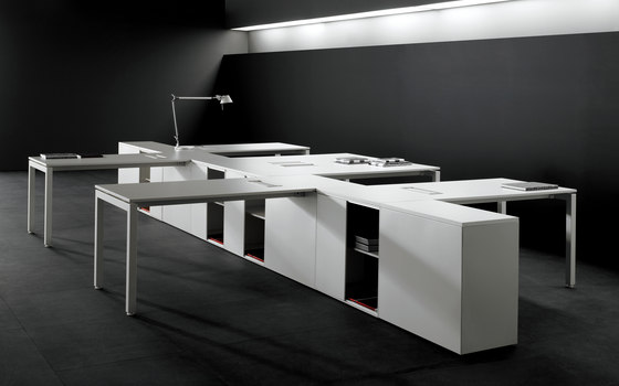 F25 by Forma 5 | Desking systems