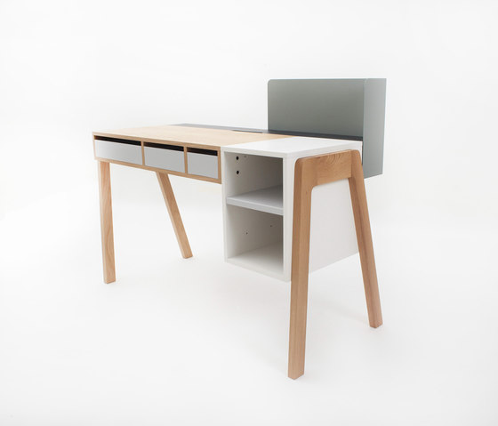 Capa by Foundry | Desks
