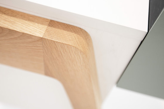 Capa by Foundry | Desks