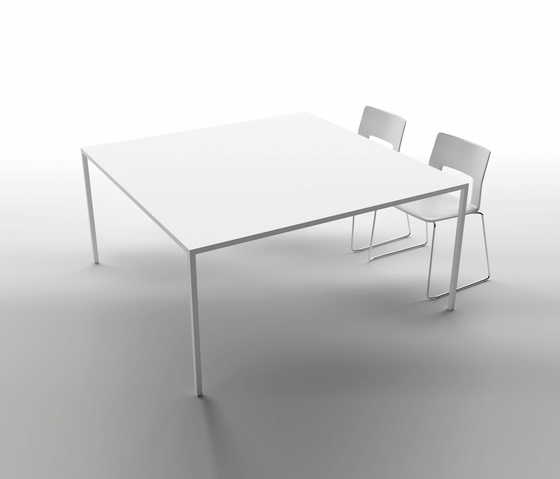 25 square table von Desalto | Besprechungstische